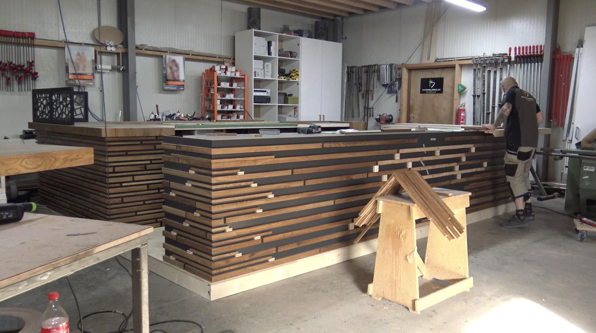 🎥 Interieurbouw Burgum maakt de bar voor het nieuwe sportcafé