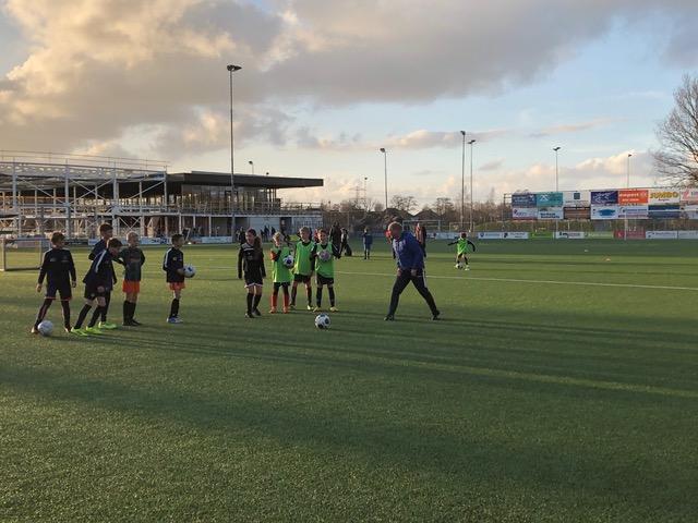 JO11-1 krijgt clinic van hoofdtrainer Henk Konings