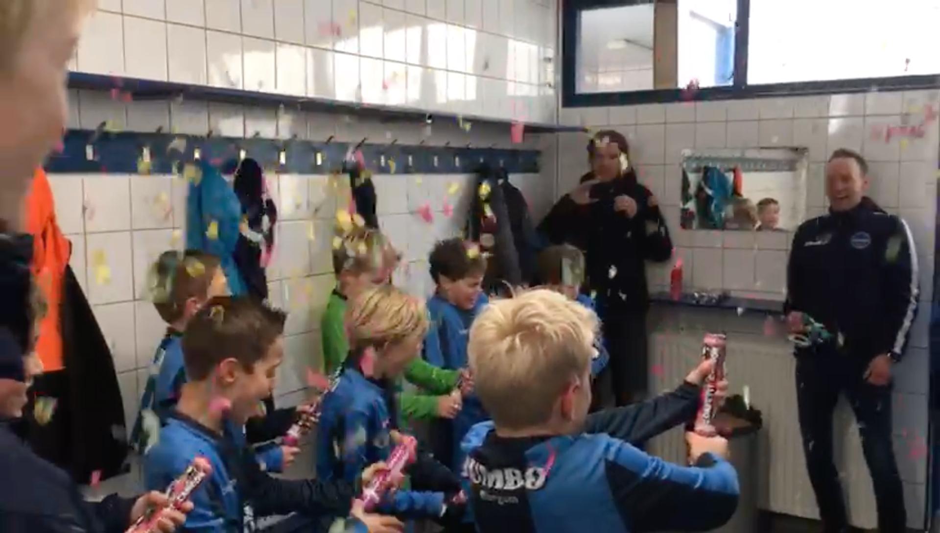 Feestvieren zoals FC Burgum JO11-1
